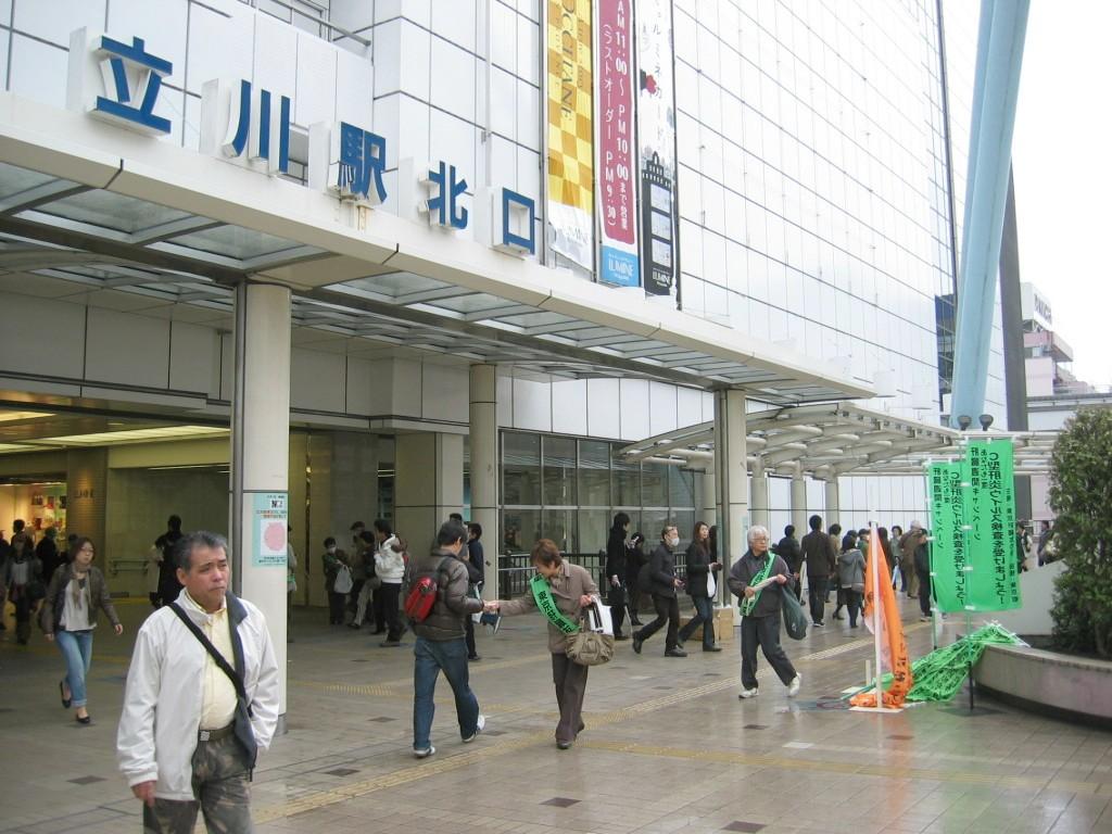 立川駅前の模様